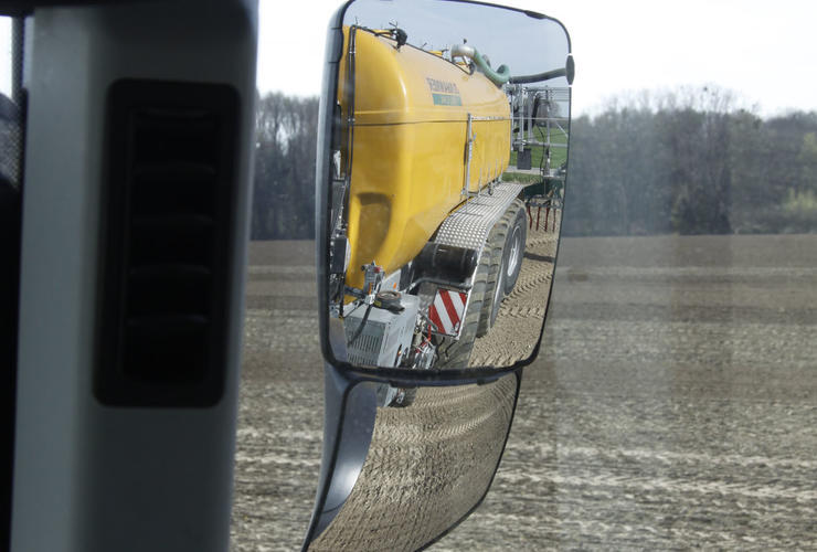 Weitwinkelspiegel am Claas Axion