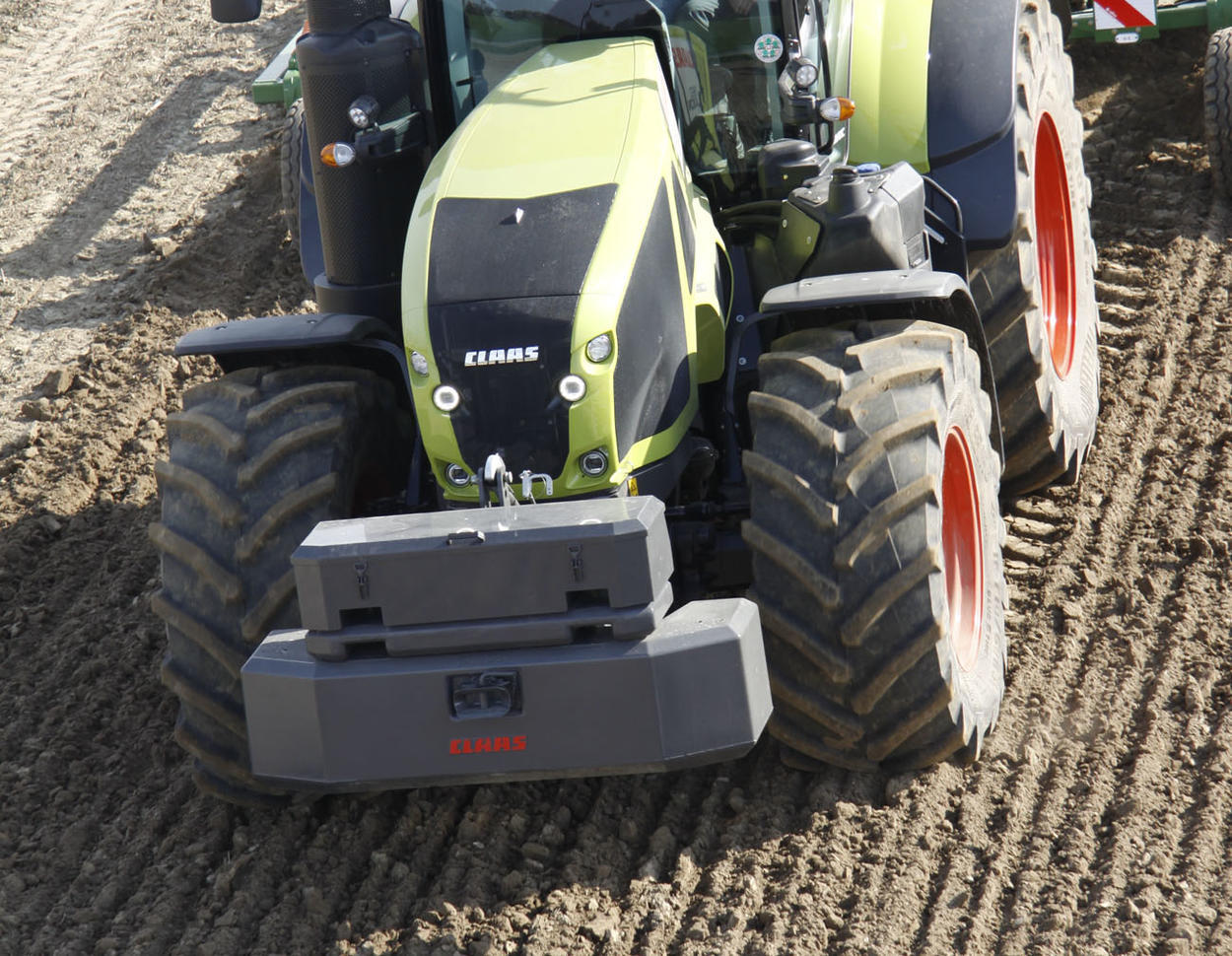 Claas Axion 900 mit Grubber