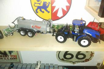 New Holland mit Flieglfass