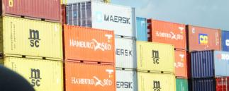 Exportcontainer auf Stapel
