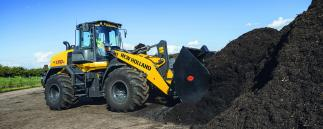 New Holland Radlader in Kompostanlage