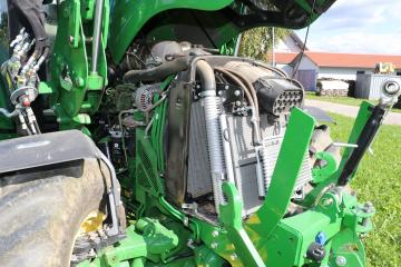 JohnDeere5125R-Motor-18