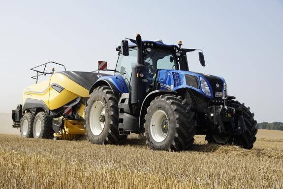 new holland T8 Genesis mit Ballenpresse