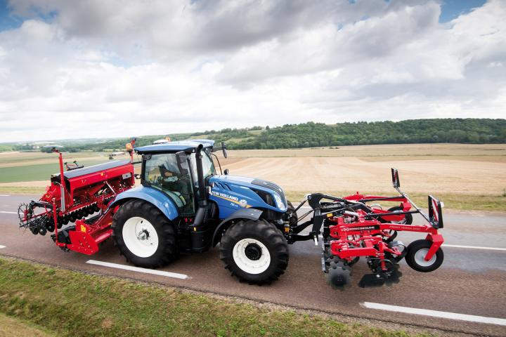New Holland Dynamic Command Traktor