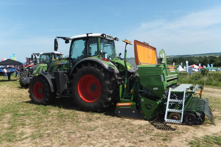 Fendt mit Amazone Drillkombination